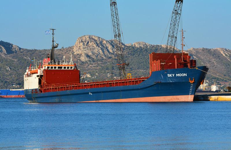 В Украине впервые конфисковали иностранное судно с грузом за заход в Крым