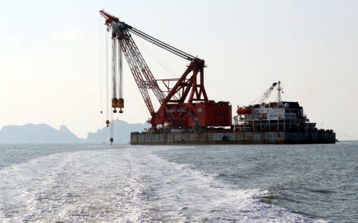 В Южной Корее поднимут со дна печально известный затонувший паром, на котором погибло более 300 человек