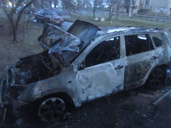 В Николаеве продолжают жечь автомашины