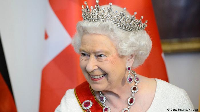 Королева Елизавета будет одалживать самолет у  премьера Джонсона, – экономия превыше всего