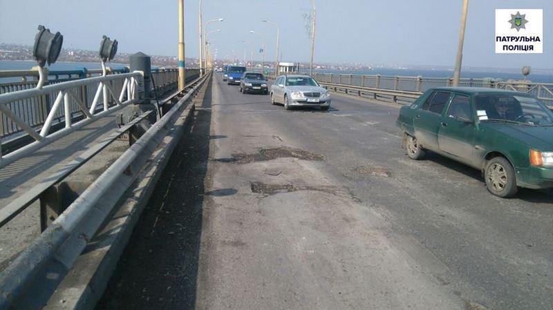 С завтрашнего дня по Ингульскому мосту в Николаеве будет трудно ездить: там идут ремонтные работы
