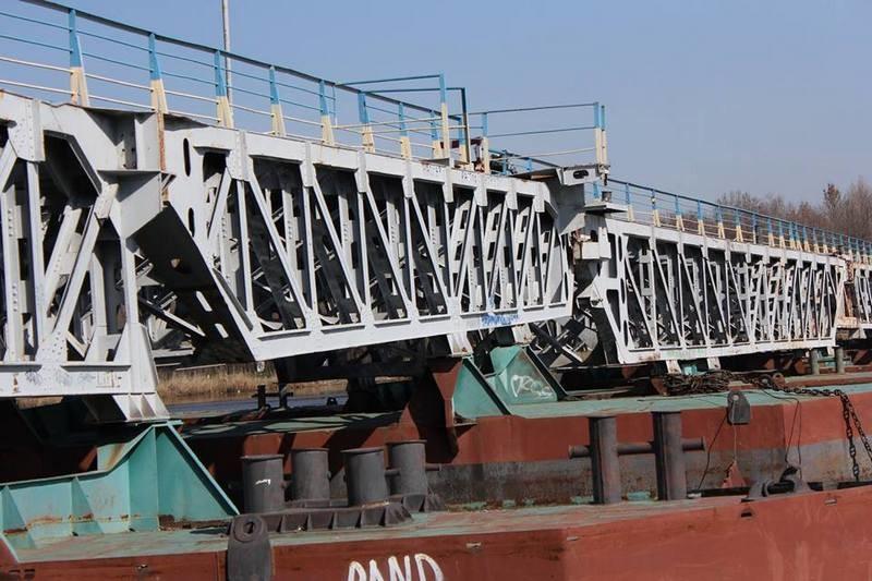 В Николаеве мужчина хотел покончить с жизнью, спрыгнув с понтонного моста в реку (ФОТО)