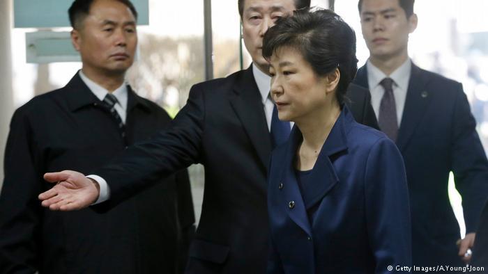 Картинки по запросу Бывшему президенту Южной Кореи официально предъявлены обвинения в коррупции