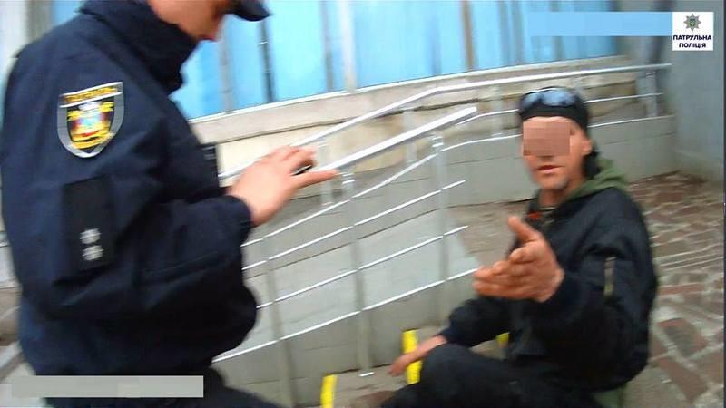 Мужчина, который пьяным дебоширил на вокзале в Николаеве, разыскивается на Волыни за изнасилование
