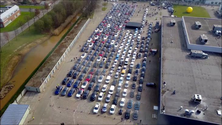 В рекордном параде в Нидерландах приняло участие свыше 700 электрокаров