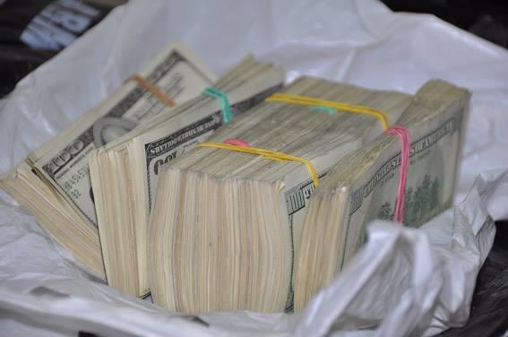 Николаевские сотрудники полиции взяли херсонскую банду, которая отобрала у николаевца рюкзак с долларами
