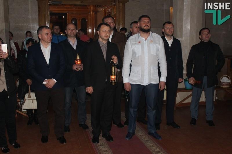 Христос Воскрес! В Николаев доставили благодатный огонь