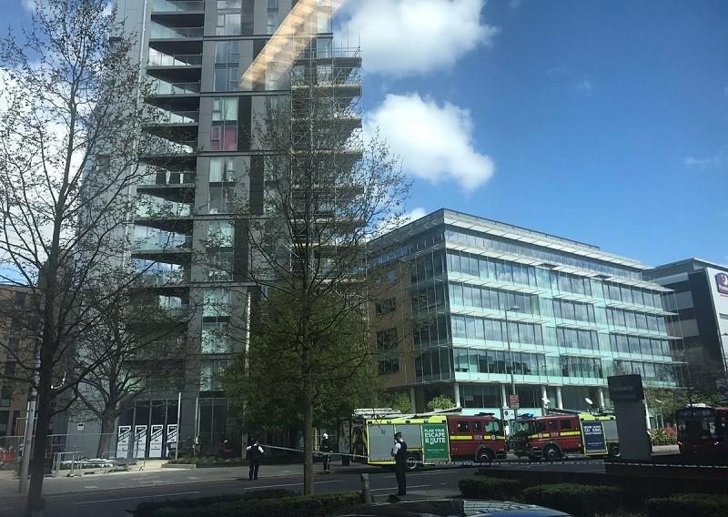 В Лондоне горит отель, который должен был открыться этим летом