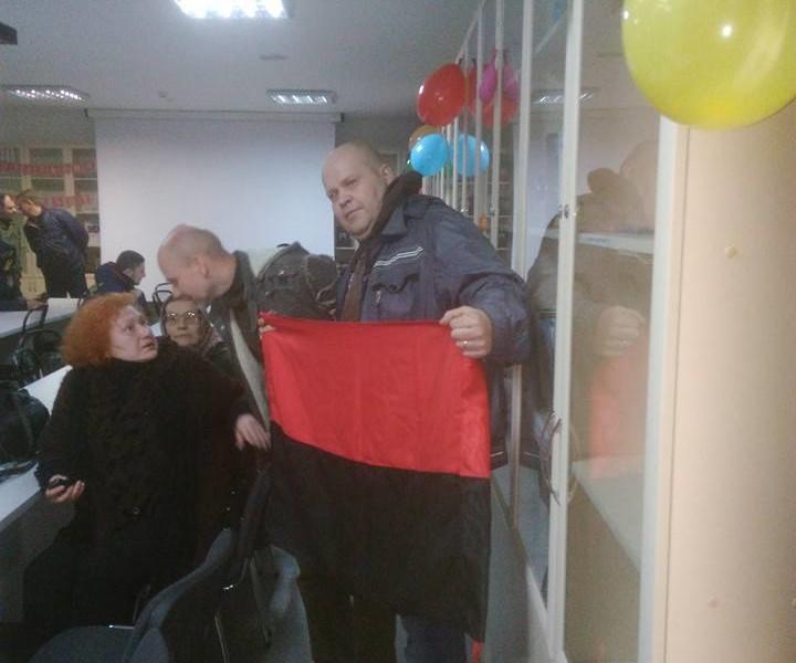 «Путин и николаевские сепаратисты пишут диктант!»: Национальный корпус пытался помешать «Тотальному диктанту» в Николаевском русдраме. И помешал (ОБНОВЛЕНО)