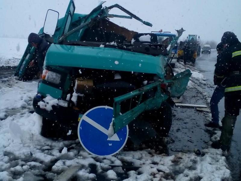 ДТП на Николаевщине: столкнулись пассажирский автобус и микроавтобус, есть пострадавшие