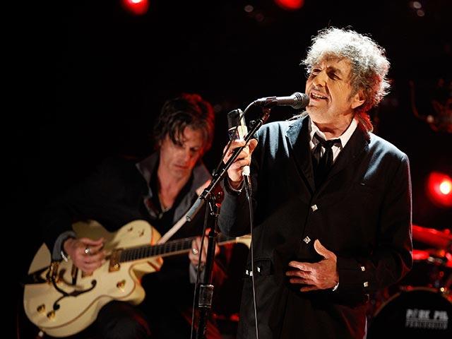 Легенду рока, Нобелевского лауреата Боба Дилана обвинили в изнасиловании несовершеннолетней 56-летней давности