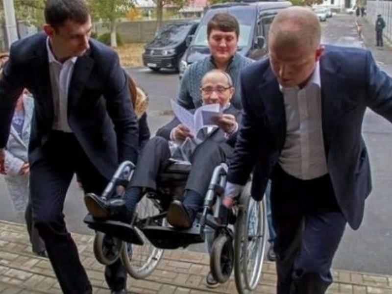 Кернес задекларировал инвалидную коляску и 38,9 млн.грн. наличными