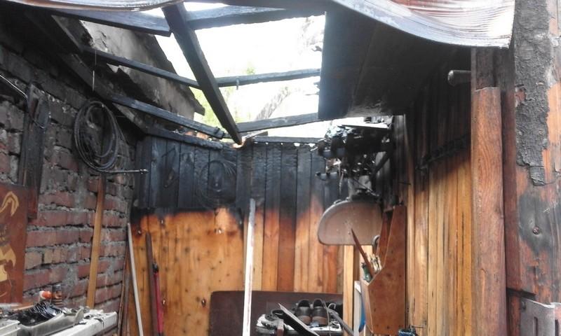 Первомайский пожар в Первомайске: чуть не сгорели 3 гаража и магазин