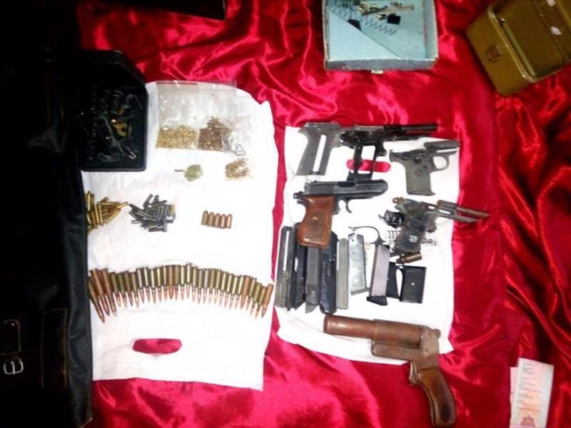 СБУ в Николаеве изъяло оружие с глушителем и бреприпасы