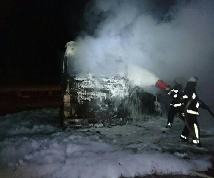 Поджог? В Николаеве загорелись сразу три припаркованных «ДАФа»