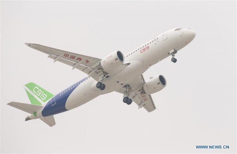 Жуткие кадры посадки самолетов во время урагана «Фридерике»