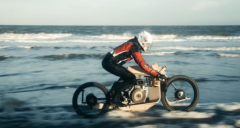 В Дании создали деревянный мотоцикл, работающий на водорослях