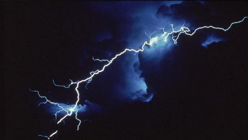На завтра по Николаеву объявлено штормовое предупреждение – гроза, град и шквалы