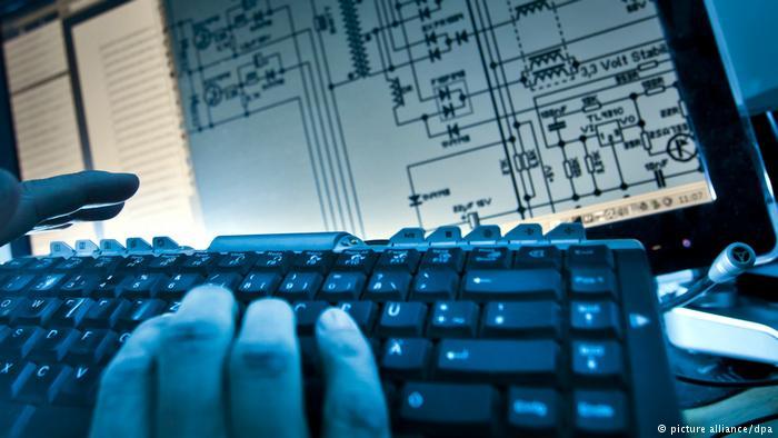 Технику ввозили по дипканалам. В Чехии раскрыли группу российских хакеров