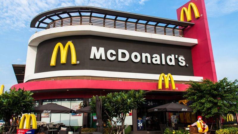 У McDonald's есть секретное подразделение, которое шпионит за сотрудниками, требующими повышения зарплаты – СМИ