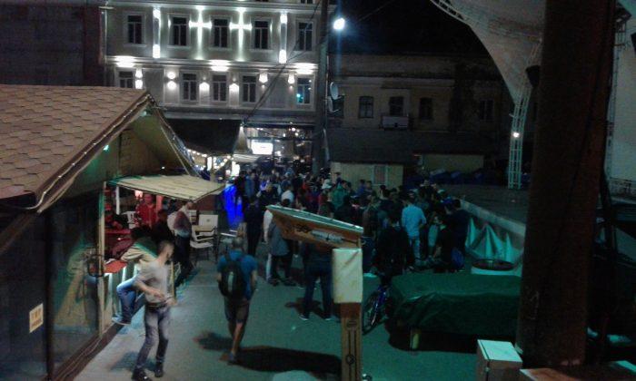 Ночью в Одессе на Дерибасовской подрались 50 человек