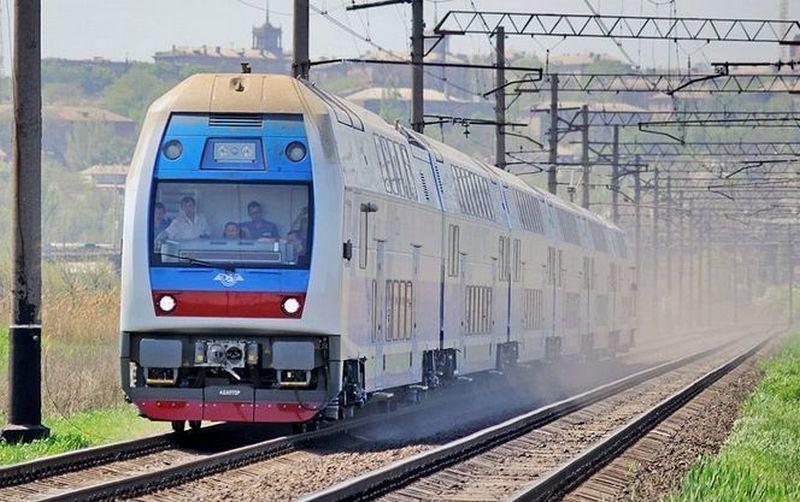 """Теперь верхняя полка упала в поезде """"Херсон-Львов"""". Под депутатом"""