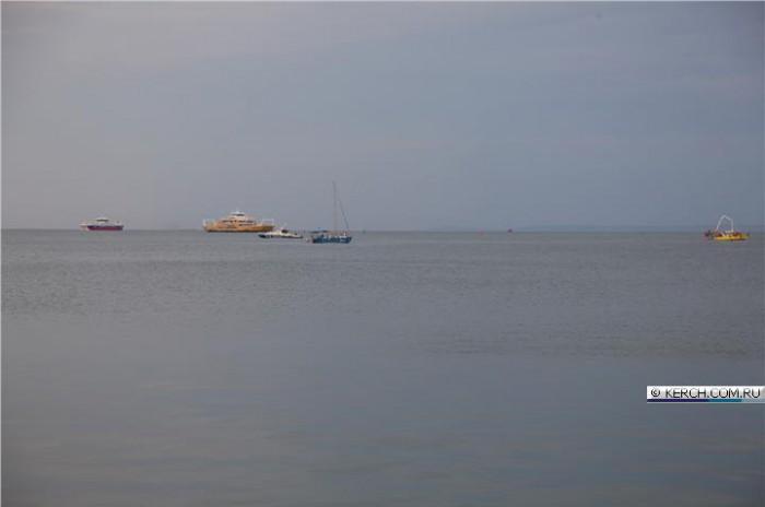 Неподалеку от Керчи столкнулись прогулочная яхта и скоростной катер: двое погибших, восемь пострадавших