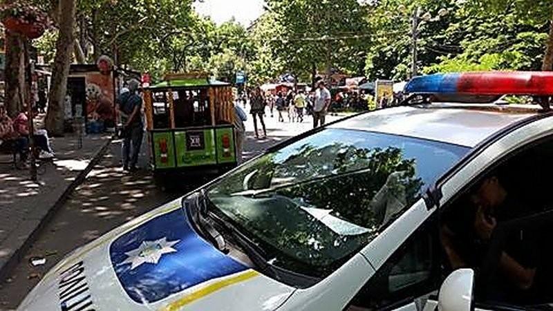 Николаевские полицейские на улице Соборной изъяли детский электротрамвай и девять машинок
