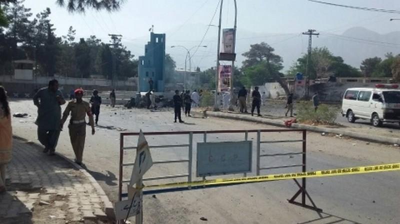 Теракты в Пакистане: кто совершил, неизвестно, но они унесли жизни более чем трех десятков людей