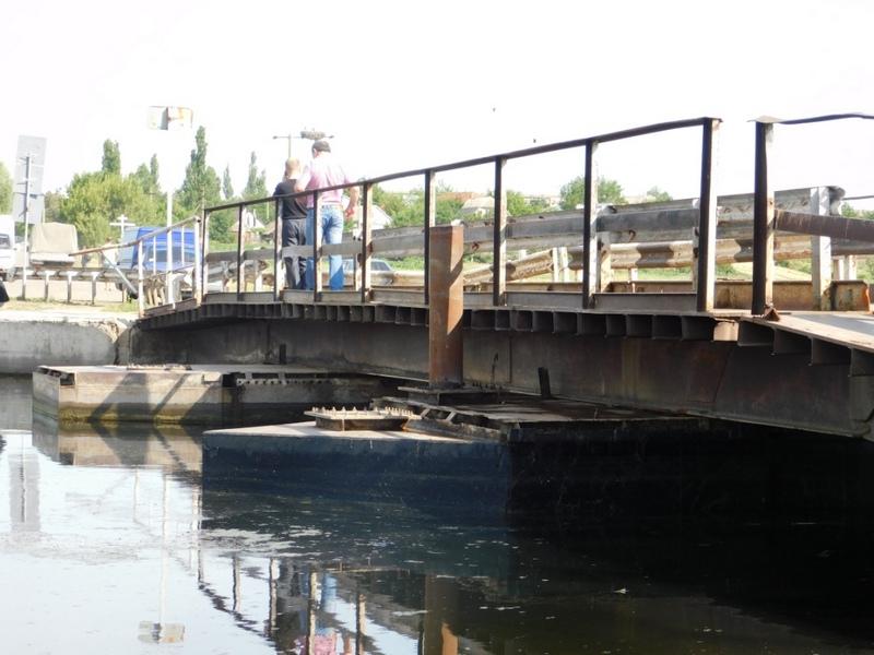 Справились за 10 дней: николаевские дорожники починили мост в Пересадовке