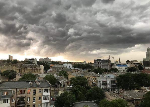 """Завтра циклон """"Ролан"""" принесет на Николаевщину грозы и штормовой ветер 17"""