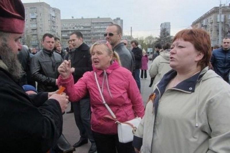В Днепре задержали местную жительницу, ранее напавшую с молотком на бойца АТО в оперном театре
