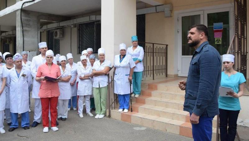 Губернатор Николаевщины передал противотуберкулезному диспансеру документацию на аппарат для проведения молекулярно-генетических исследований