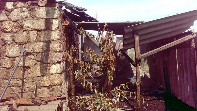 На Николаевщине одна из трех воспламенившихся хозпостроек сгорела дотла