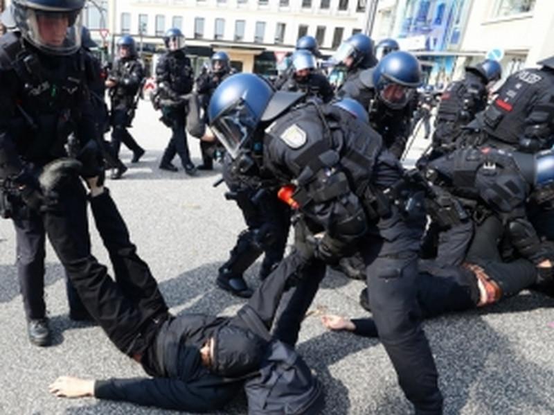 Беспорядки в Гамбурге: около 300 человек задержаны, половина из протестующих арестована