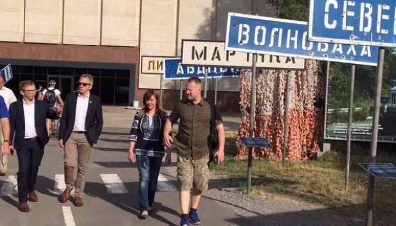 «Можешь представить – война в Европе, в ЕВРОПЕ!»: депутаты Европарламента едут в зону АТО