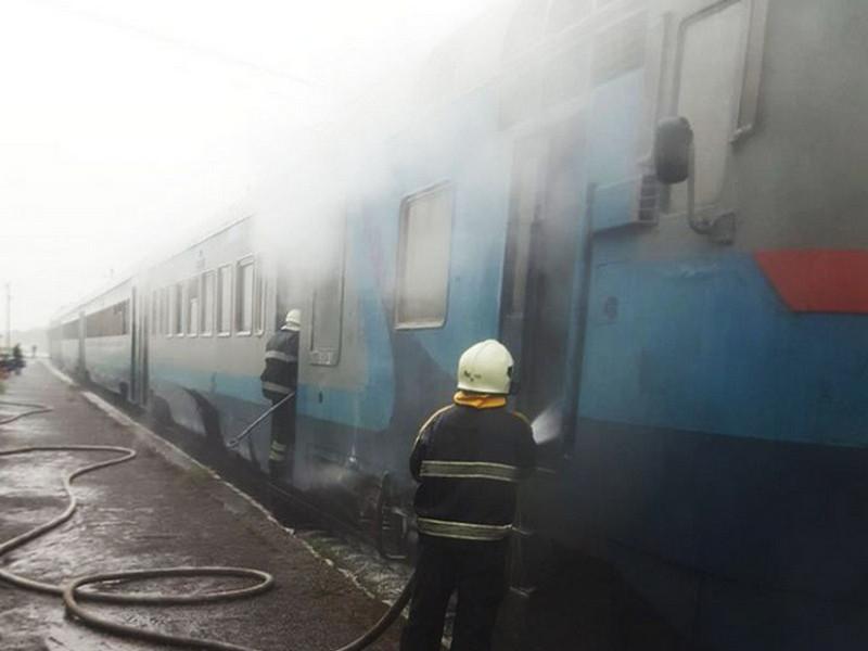 На Закарпатье загорелась электричка, перевозившая 80 пассажиров