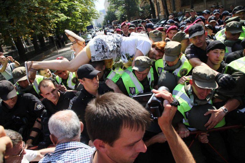 В Киеве сторонники Саакашвили подрались с полицией. Или наоборот