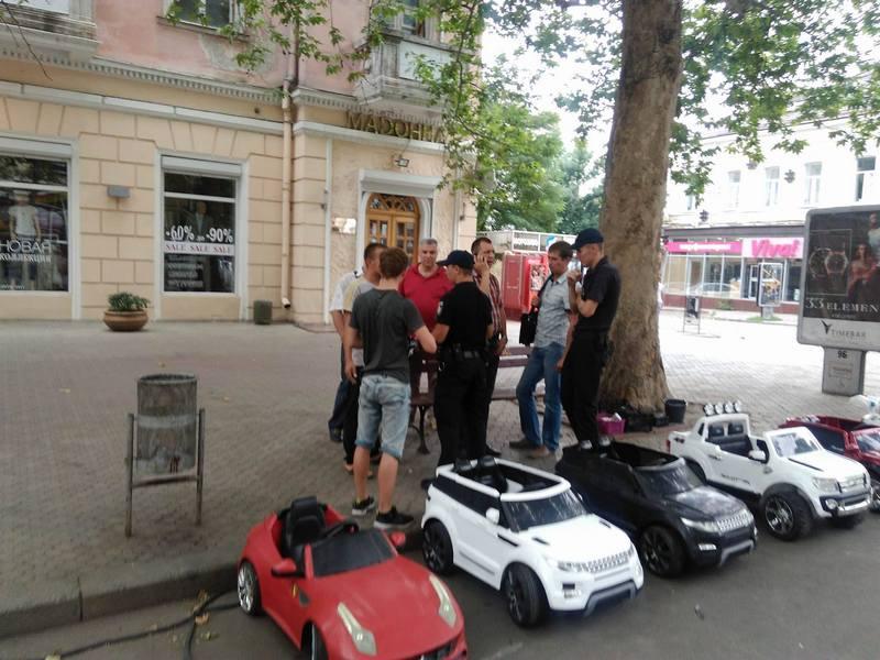 Теперь рейд был удачным: с центральной улицы Николаева снова изъяли детские машинки