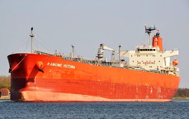 Сначала сел на мель, а потом затонул: в транспортном канале между Нью-Йорком и Нью-Джерси пошел на дно танкер с 1,4 млн.л топлива