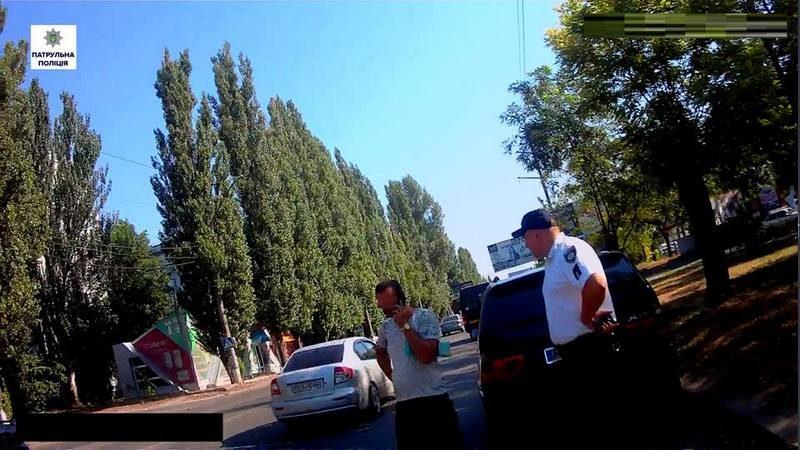 В Николаеве водитель под кайфом предъявил патрульным фальшивые права