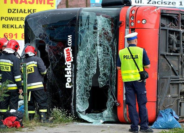 Около 30 туристов пострадали вперевернувшемся автобусе вПольше