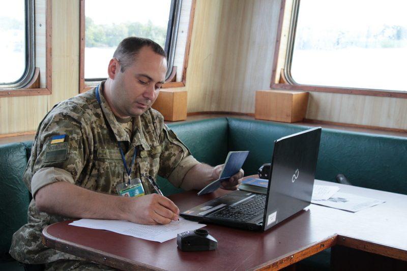 Трем иностранным морякам в Николаевском морпорту пограничники запретили сходить на берег