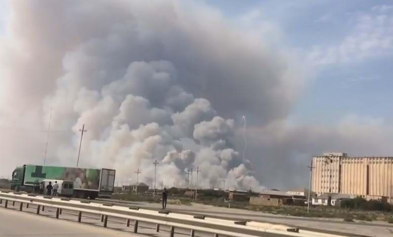 Ракеты сыпались с неба. В Азербайджане взорвался склад боеприпасов. Теперь все горит