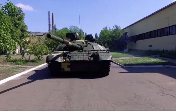 Порошенко показал модернизированный Т-72А – базовый танк ВСУ