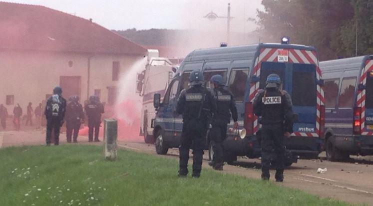 Во Франции водометами и слезоточивым газом разогнали антиядерную демонстрацию
