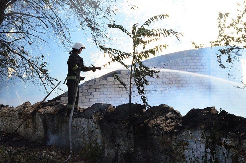 В Николаеве горит здание  в мкр.Леванецев