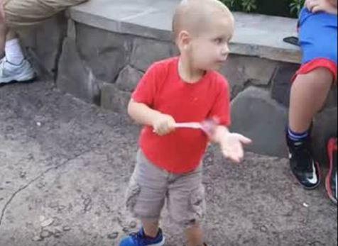 Город Лебо в Канзасе отпраздновал Рождество 7 сентября – ради умирающего от рака мальчика