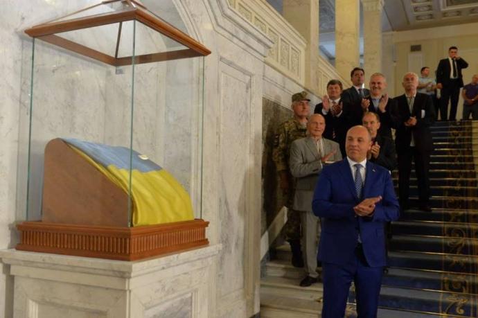 Делай, как я? Верховная Рада заплатила за перенос флага на другое место 1,3 млн.грн.