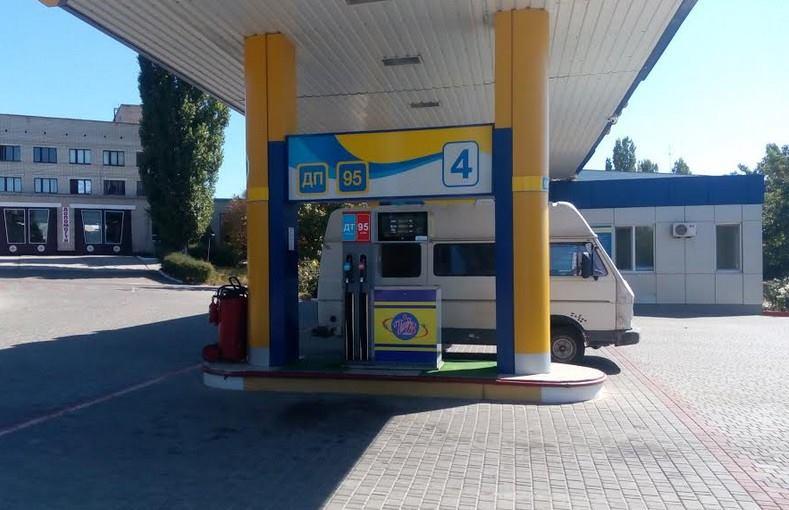 В Южноукраинске на территорию газовой автозаправки бросили взрывоопасный предмет. К счастью, работники успели быстро погасить пламя…